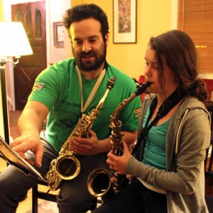 Διδάσκοντας μουσική